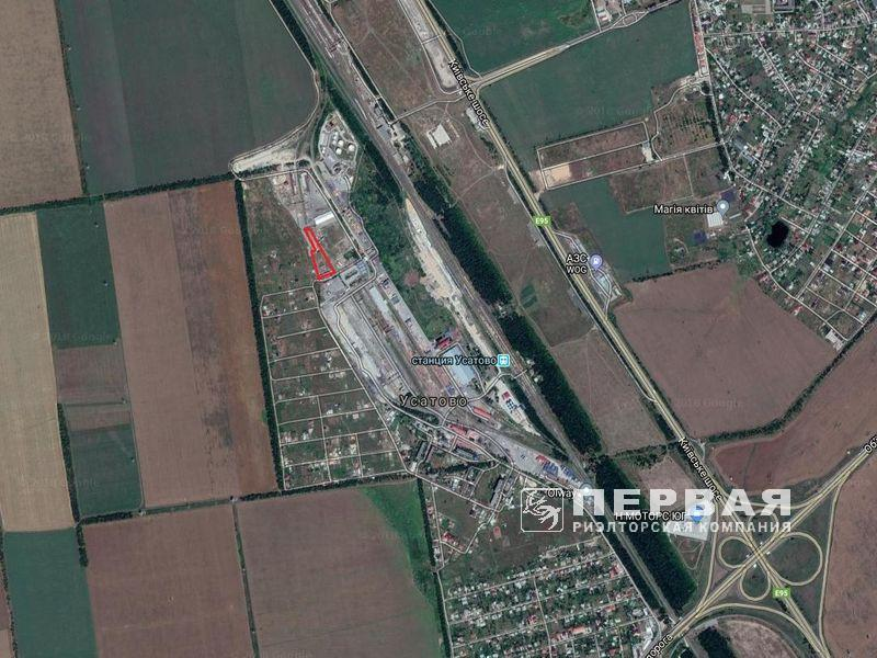 Land area of ​​1.2 hectares. with a railway branch