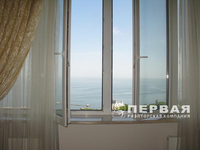 Великолепная 3-х комн. квартира с ремонтом и видом на море.