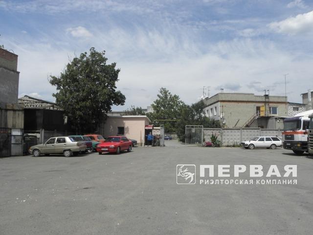 Виробничо-складський комплекс з адміністративними приміщеннями.