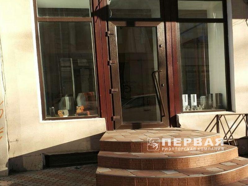 Фасадное помещение Вице-Адмирала Жукова/Бунина. 121 кв.м
