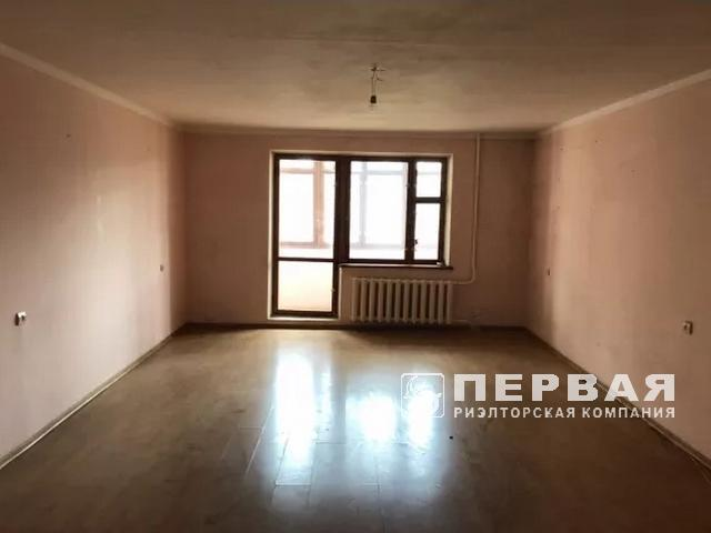 A large, divided apartment in a brick house on the street. Koroleva.