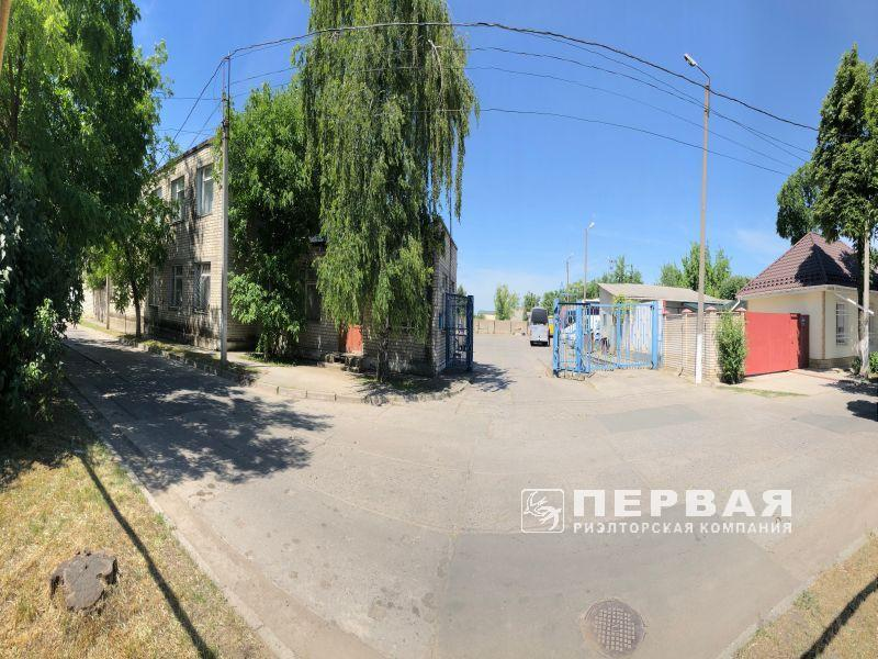 The room of 1600 sq.m on a plot of land – 0,65 hectare for sale.