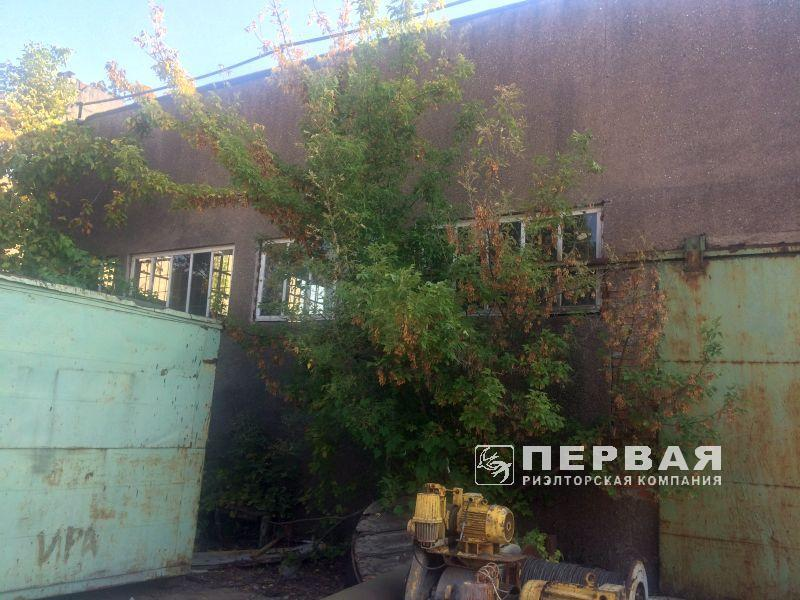 Industrial complex with total area of 3200 sq.m for sale.