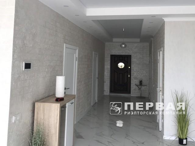 180 sq m house with repairs in Cervon Etor.