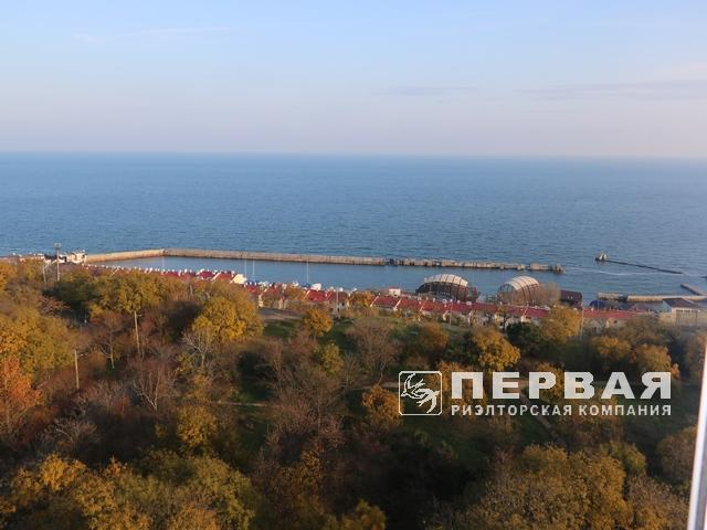 Ruslan and Lyudmila, 65 sq.m. apartment. overlooking the sea, Literary Street.