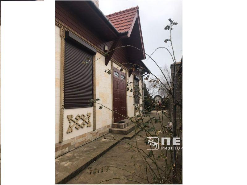 Будинок знаходиться в першій лінії листя.