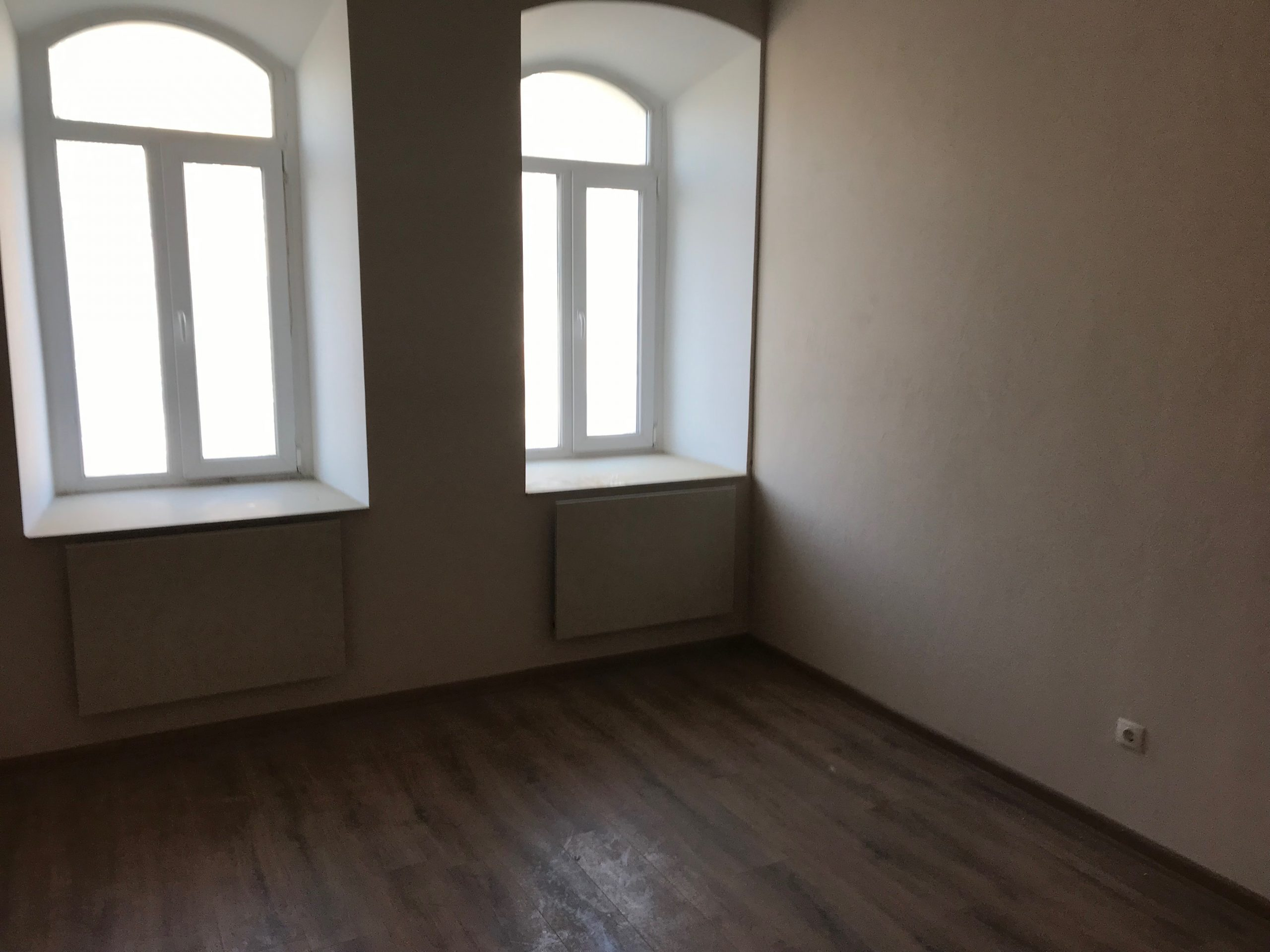 Двухкомнатная квартира с ремонтом. Новый дом. Пересыпь.