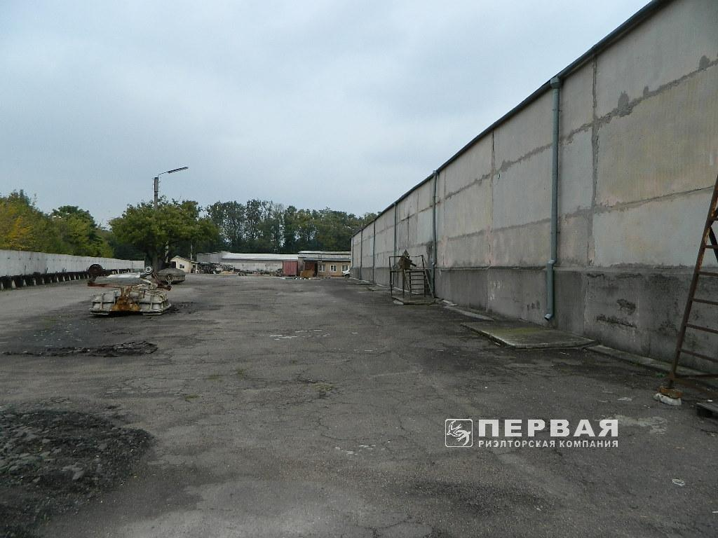 "Production and warehouse area near the ""Clover bridge"" for rent."