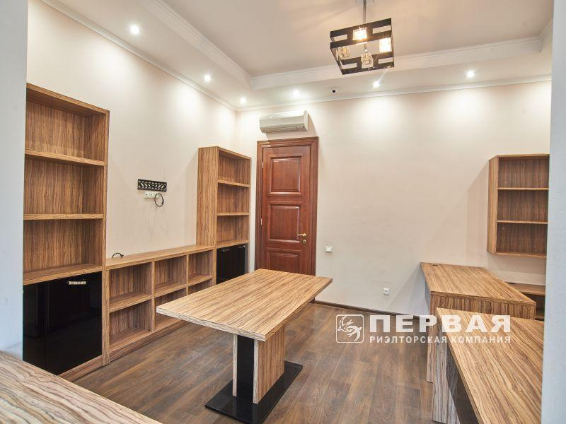 Rent an office on Dovzhenko Street in a new luxury house.