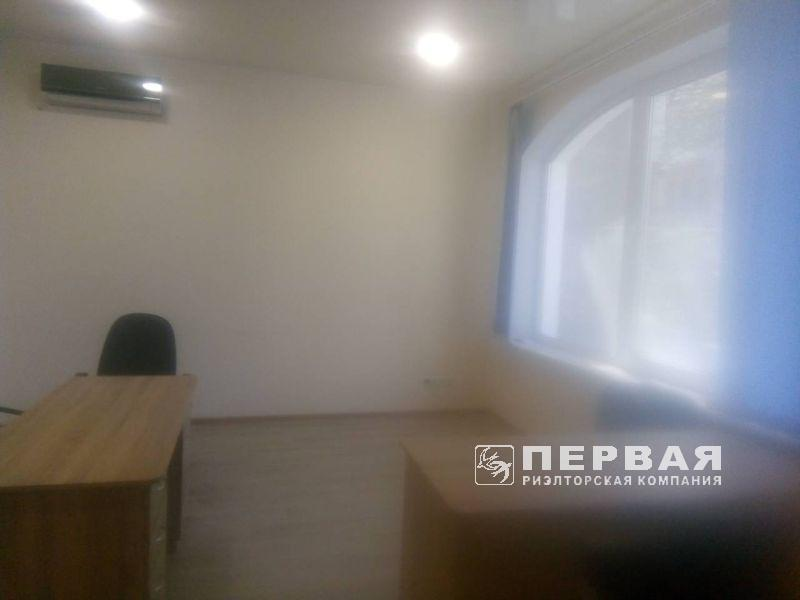 Rent an office on Pirogovskaya Street/ French Boulevard 82 sq.m.