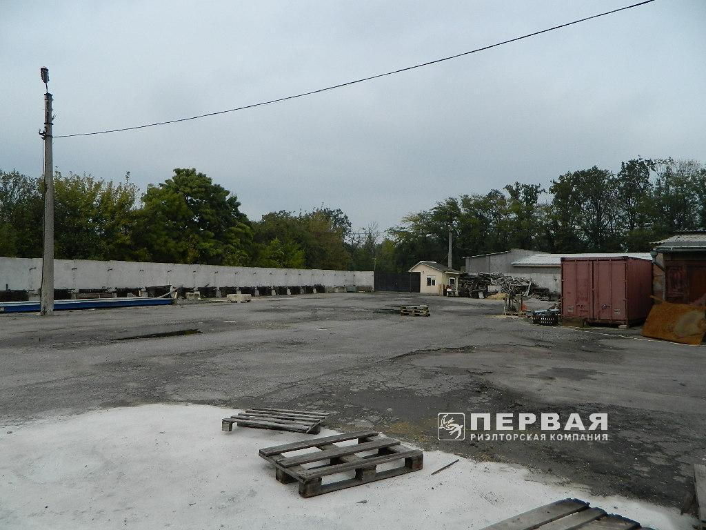 """Production and warehouse area near the """"Clover bridge"""" for rent."""