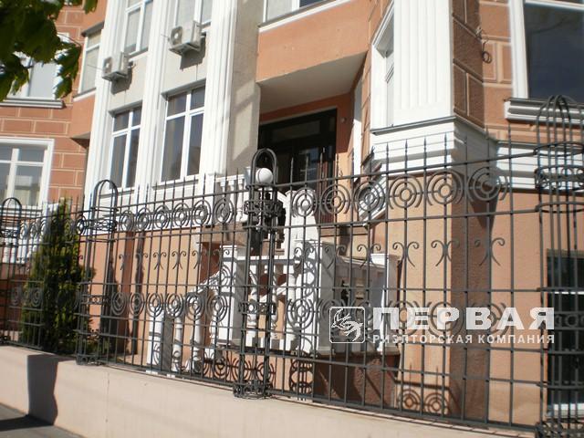Фасадный офис на Французском бульваре