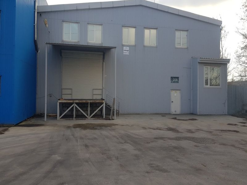 Warehouse on Lokomotivna street. The beam crane.