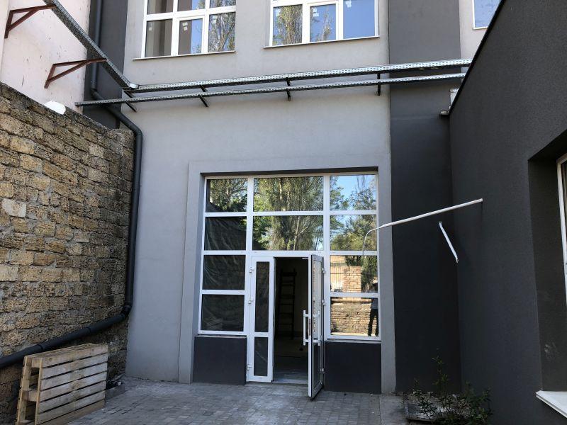 Фасадное помещение с арендаторами. 80 кв.м.