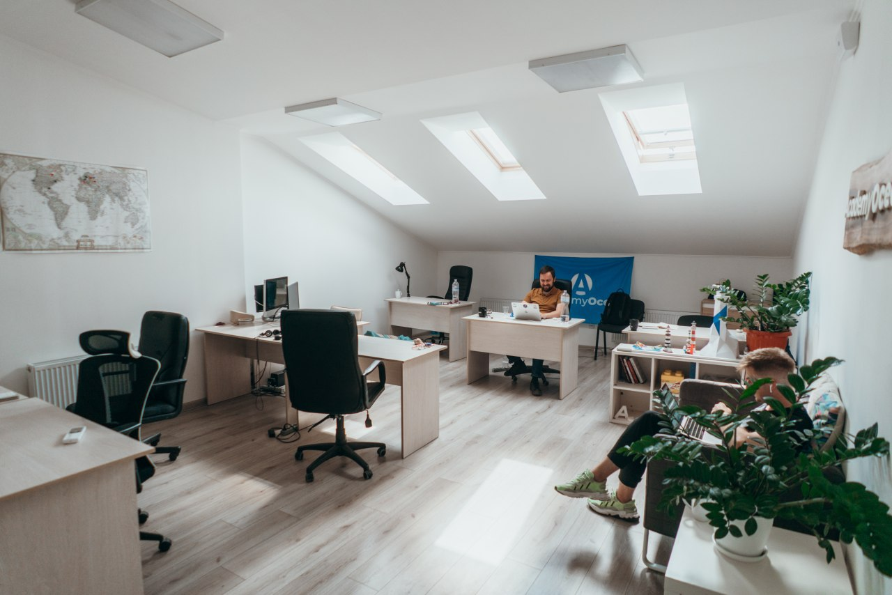 Bright spacious office with a terrace for rent