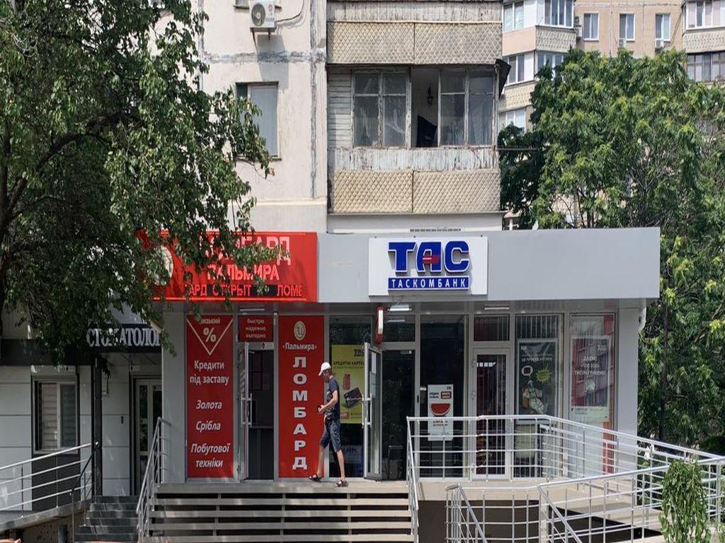Продажа фасадного помещения 104 кв.м
