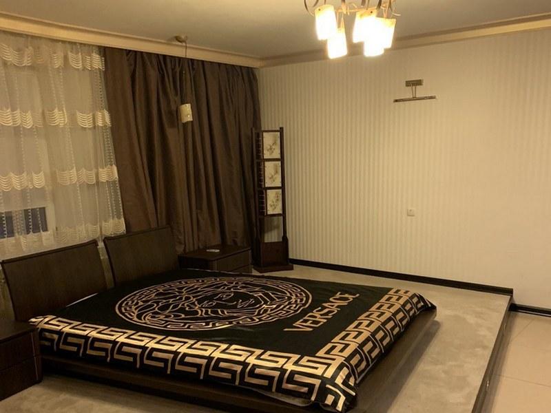 Просторная 2-х комнатная квартира 74 кв.м. на ул. Тополевая