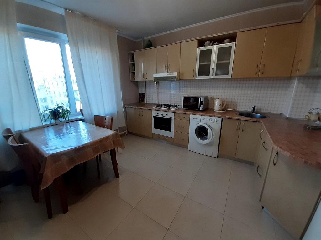 Продам 2-х кімнатну квартиру вул. Паркова, 79