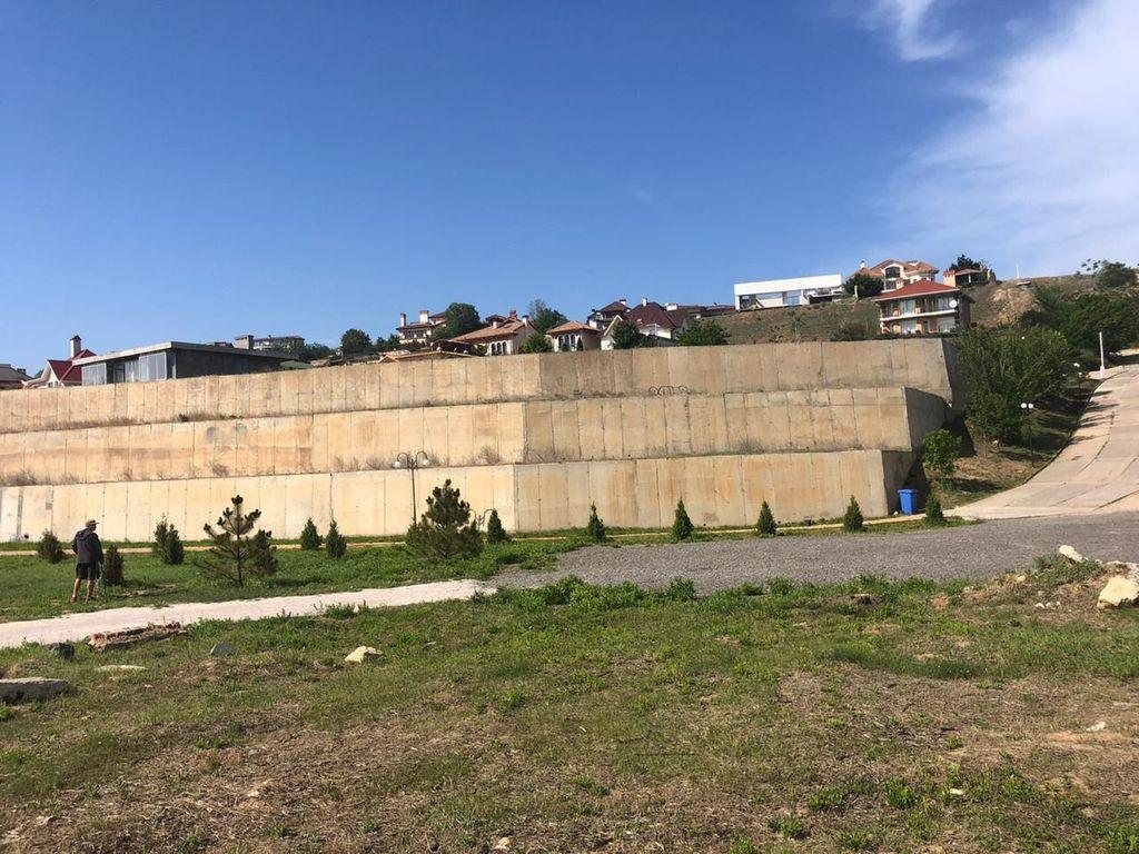 Готель на березі моря, кооператив Тартус