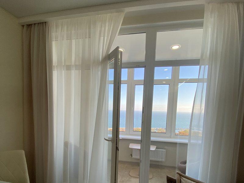 Шикарна 1-но кімнатна квартира з ремонтом біля моря.