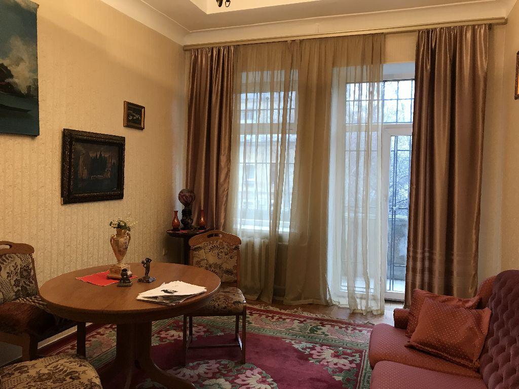 "4-room ""Stalinka"", Aleksandrovsky prospect, garage"