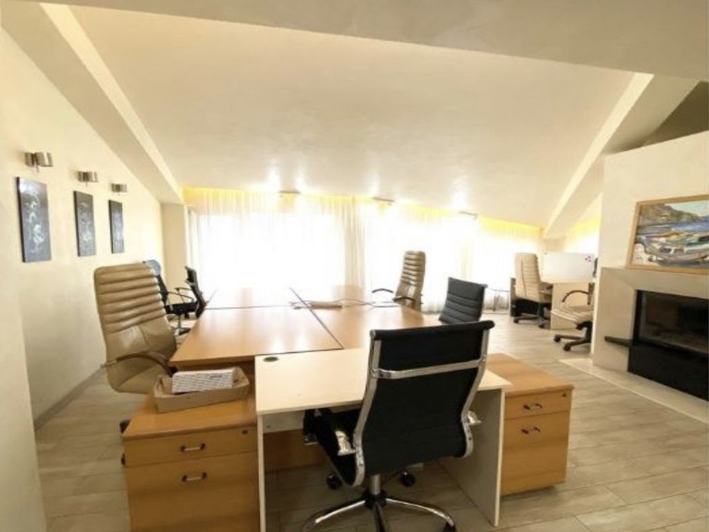 Rent an office with a sea view and a terrace of 160 sq.m