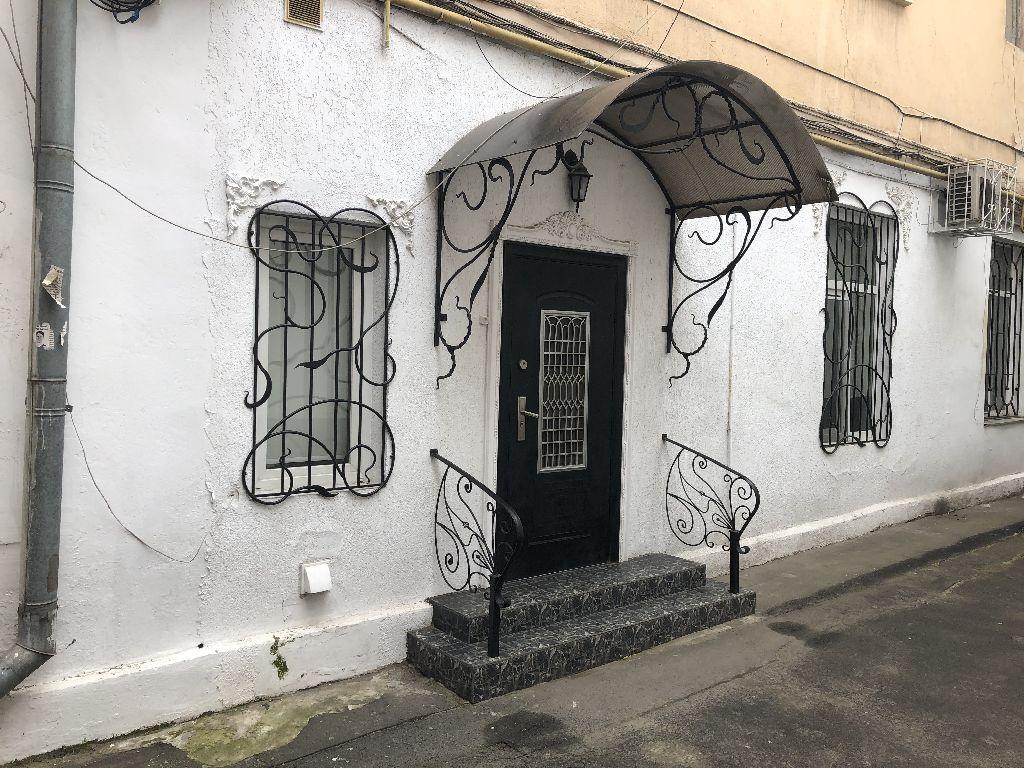 Большая Арнаутская/Ришельеская, салон-магазин.