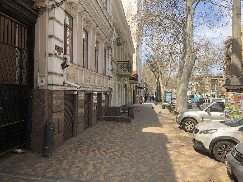 Пушкинкая, фасад, офис-магазин, парковка