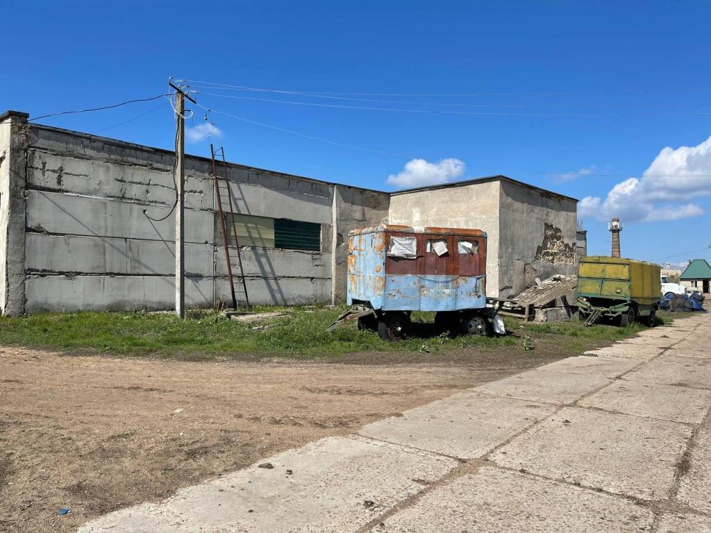 Продам тракторною бригаду с гаражом в Великом Дальнике