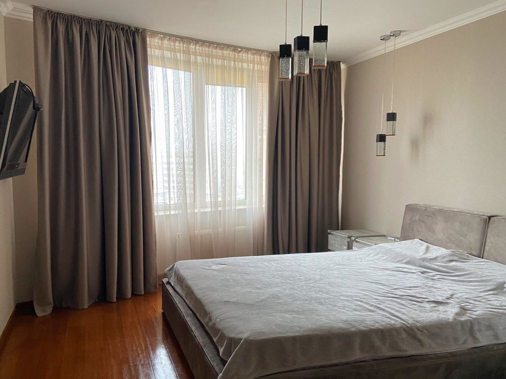 3-х комнатная квартира на пр-те Шевченко. Вид на парк